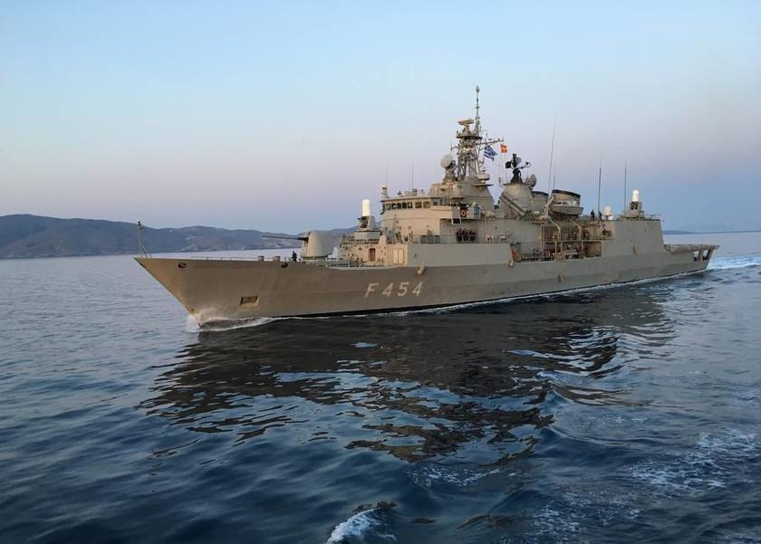 Πολεμικό Ναυτικό: Τρομακτική επίδειξη ισχύος στο Αιγαίο μαζί με «βατράχια» και πεζοναύτες (pics)