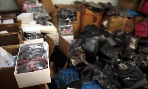2de24eea09 Κρήτη  Ετοιμαζόταν να «πλημμυρίσει» την αγορά με χιλιάδες προϊόντα - «μαϊμού »