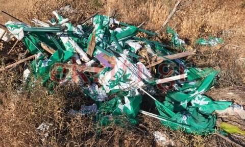 Κρήτη: Ψάχνουν να βρουν ποιος πέταξε δεκάδες σημαίες του ΠΑΣΟΚ σε χωματερή (Pics)