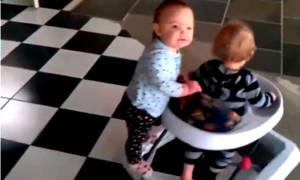 Τα παιδιά βρίσκουν την ευτυχία στα πιο απλά πράγματα (video)
