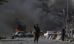 Αφγανιστάν: Τέσσερις νεκροί από επίθεση βομβιστή-καμικάζι στην Καμπούλ