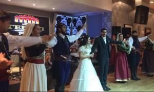 Ρέθυμνο: Γαμπρός και νύφη χόρεψαν την πιο ωραία σούστα της ζωής τους (vid)
