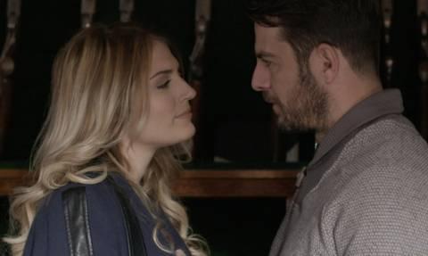 Η συμπρωταγωνίστρια του Αγγελόπουλου λύνει τις γυναικείες απορίες – Πώς φιλάει τελικά ο Ντάνος;