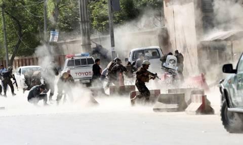 Λουτρό αίματος στην Καμπούλ: 21 νεκροί εκ των οποίων 8 δημοσιογράφοι