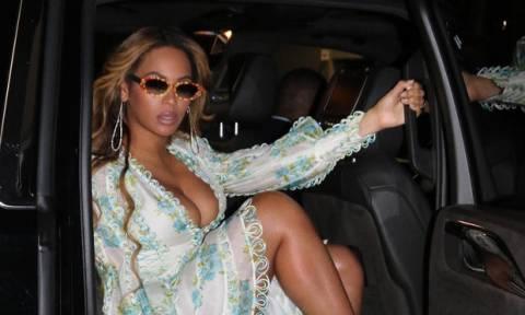 Η Beyoncé με μίνι εφαρμοστό φόρεμα (και χωρίς ίχνος ρετούς; )