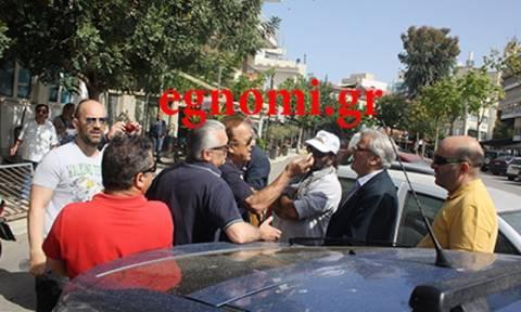 Πρωτομαγιά 2018: Άγριο «στόλισμα» σε βουλευτή του ΣΥΡΙΖΑ – «Ντροπή σου, σήκω φύγε»!