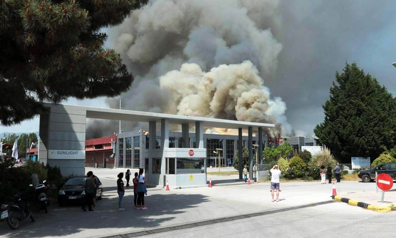 Ξάνθη: Υπό έλεγχο η μεγάλη πυρκαγιά στο εργοστάσιο μπαταριών