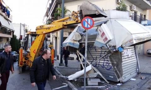 Απομακρύνονται τα ανενεργά περίπτερα από τον δήμο Πειραιά
