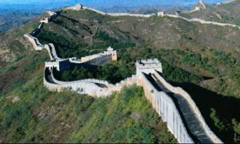 Σοκ στην Κίνα: Γιατί καταστρέφουν το Σινικό Τείχος;