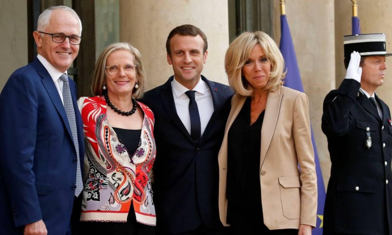 Σάλος: Ο Μακρόν αποκάλεσε την 60χρονη σύζυγο του Αυστραλού πρωθυπουργού... λαχταριστή! (vids)