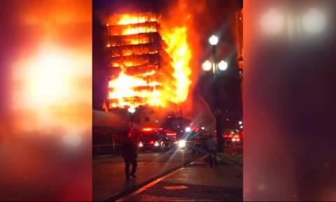 Κόλαση φωτιάς: Δείτε καρέ-καρέ την κατάρρευση φλεγόμενης πολυκατοικίας – Τουλάχιστον 44 αγνοούμενοι
