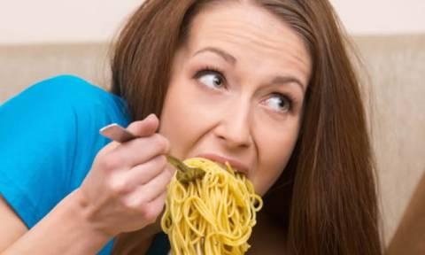 Προσοχή: Οι γυναίκες που τρώνε πολλά ζυμαρικά έχουν πιο γρήγορα…