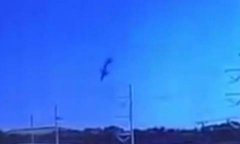 Σοκαριστικό βίντεο ντοκουμέντο: Η στιγμή που το C-130 βουτά και καρφώνεται με τη «μύτη» στο έδαφος