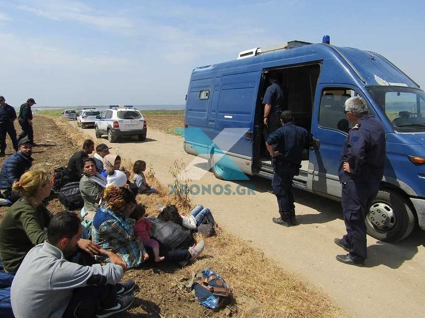 Ροδόπη: Τουρκικό σκάφος εγκατέλειψε 53 μετανάστες στην παραλία της Μολυβωτής