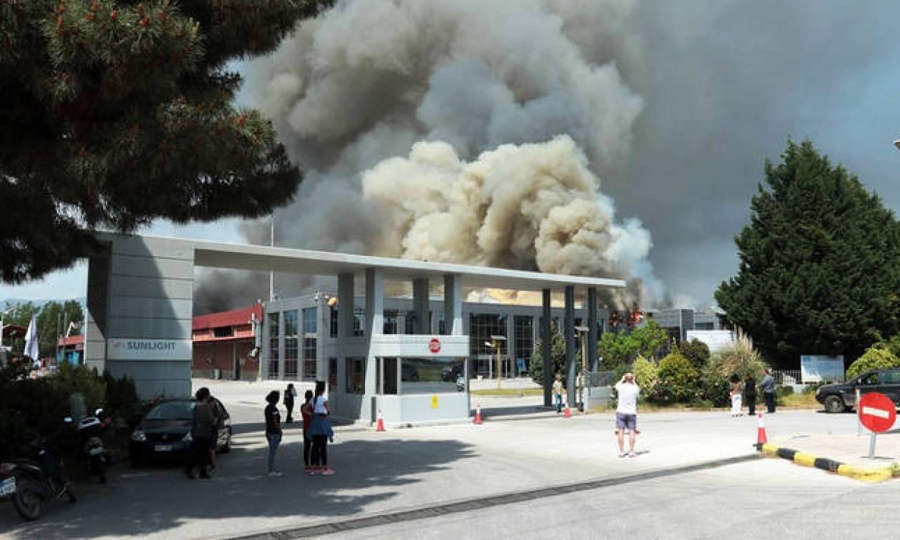 Ξάνθη: 24ωρη παράταση στα προληπτικά μέτρα μετά την πυρκαγιά στο εργοστάσιο μπαταριών