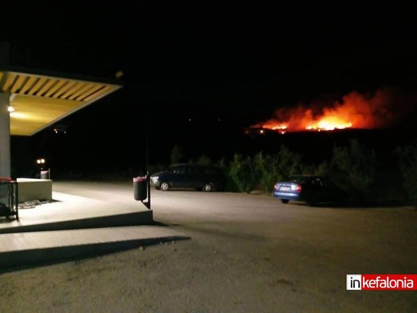 Φωτιά ΤΩΡΑ στην Κεφαλονιά: Μεγάλη πυρκαγιά στη Σκάλα - Εκκενώθηκε ξενοδοχείο (pics+vids)