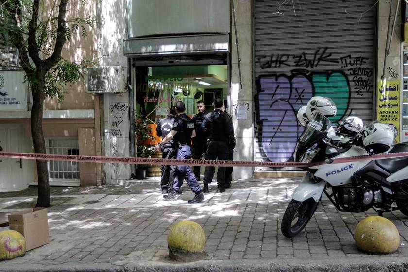 Πυροβολισμοί στη Αθήνα: Οι πρώτες εικόνες από το αιματηρό επεισόδιο στην πλατεία Βικτωρίας