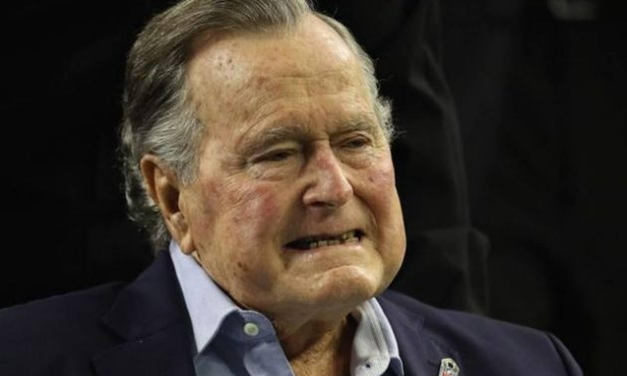 ΗΠΑ: Εξιτήριο μετά από δύο εβδομάδες νοσηλείας πήρε ο Τζορτζ Μπους
