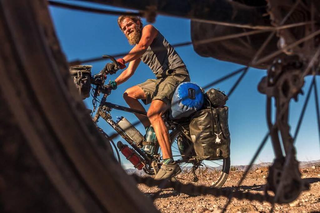 Μυστήριο με το θάνατο δύο ποδηλατών που εντοπίστηκαν σε χαράδρα (Pics)