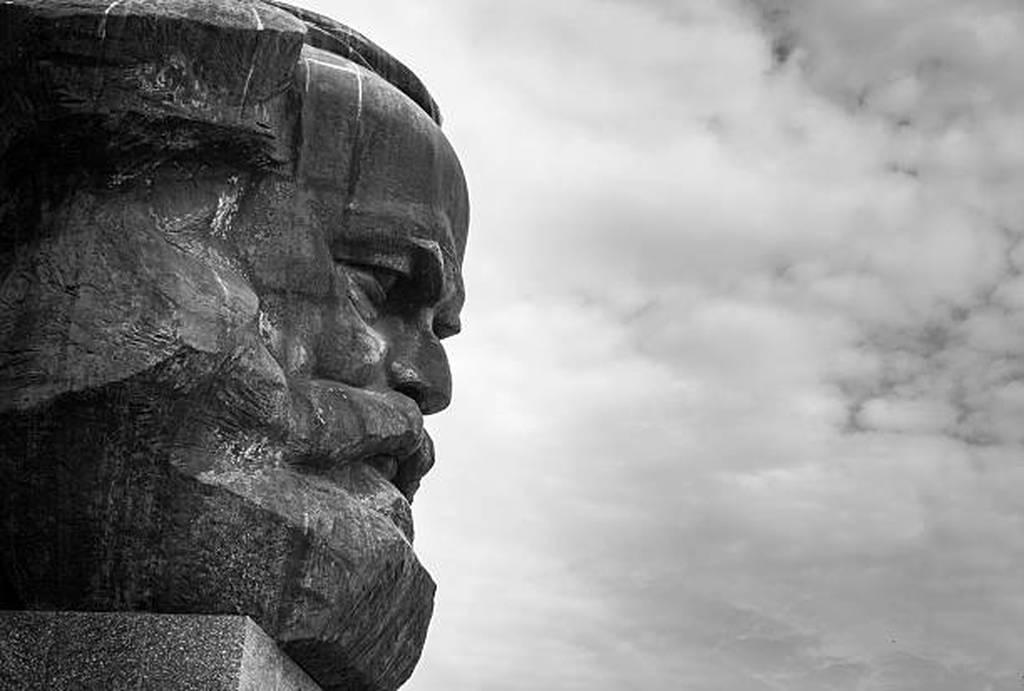 Καρλ Μαρξ: Όλα όσα πρέπει να ξέρετε για τον φιλόσοφο που άλλαξε τη ροή της ιστορίας του 20ου αιώνα