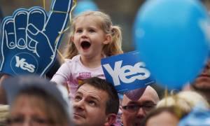 Μαζική διαδήλωση στη Γλασκώβη υπέρ της ανεξαρτησίας της Σκωτίας
