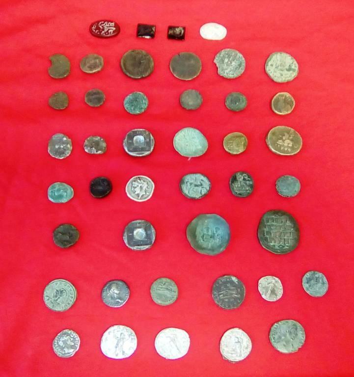 Θεσσαλονίκη: Δύο συλλήψεις για αρχαιοκαπηλία - Κατασχέθηκαν αρχαία νομίσματα και εικόνες (pics)