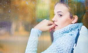 Καιρός: Πώς επηρεάζει τη διάθεση ανάλογα με… το χρώμα των ματιών