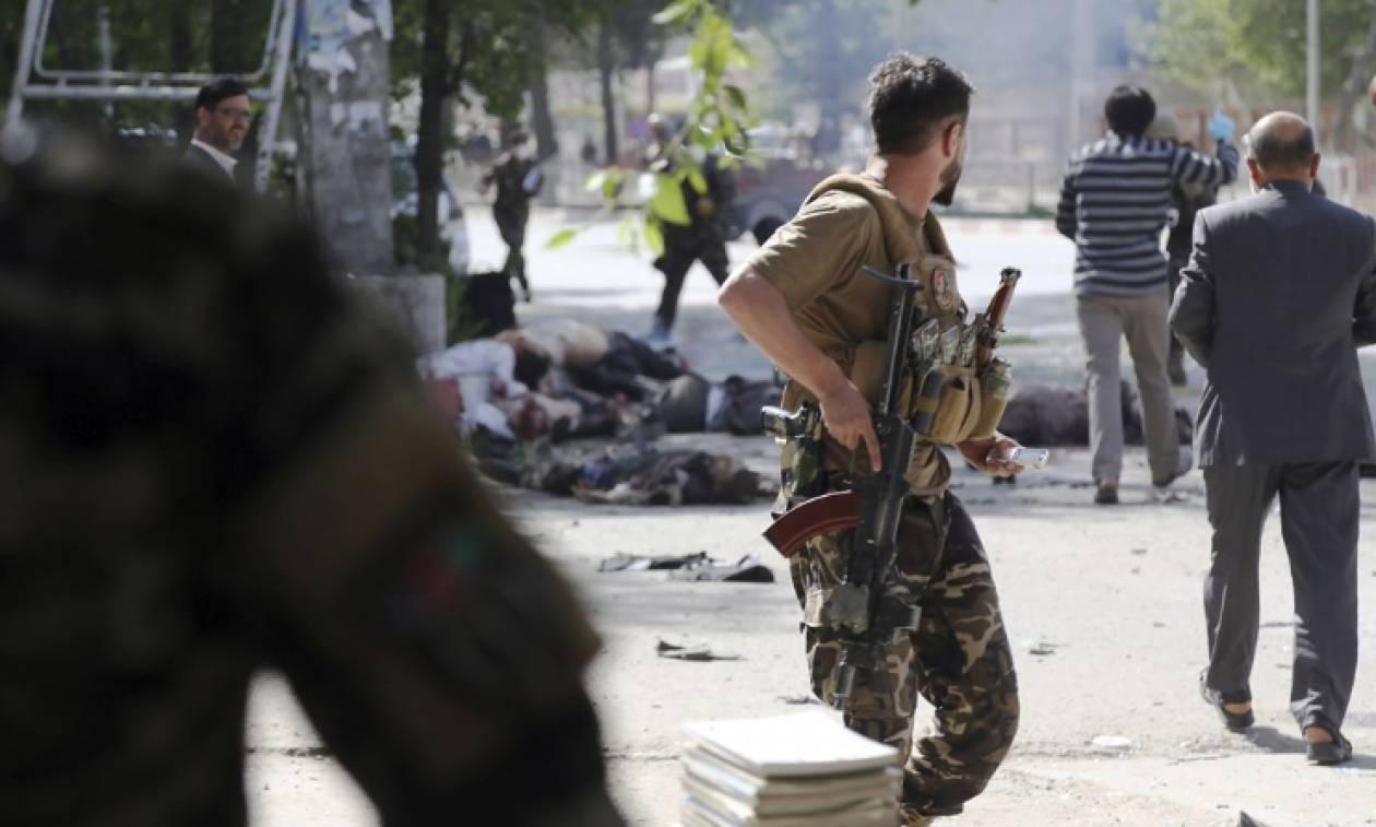 «Λουτρό αίματος» στο Αφγανιστάν:  Ισχυρή έκρηξη σε κέντρο εγγραφής ψηφοφόρων - Δεκάδες νεκροί
