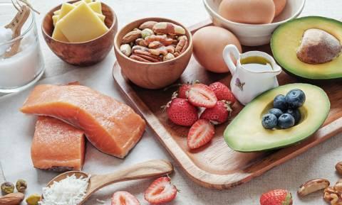 Σημάδια που δείχνουν ότι λείπουν «καλά» λιπαρά από τη διατροφή σας (εικόνες)