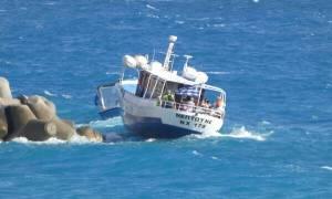 Θρίλερ στα Σφακιά: Κινδύνεψαν επιβάτες πλοίου - Δείτε τη δραματική διάσωση (pics)