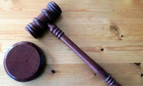 Απίστευτο! Δικαστήριο απαγόρευσε σε γυναίκα να τραγουδά! Δεν φαντάζεστε το λόγο