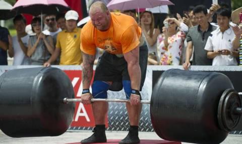 Αυτός είναι ο πιο δυνατός άνθρωπος στον κόσμο! (pic)