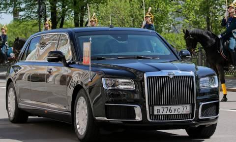 Ορκίστηκε πρόεδρος ο Πούτιν: Δείτε το εντυπωσιακό αυτοκίνητο με το οποίο πήγε στην τελετή