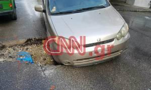Θεσσαλονίκη: Άνοιξε ο δρόμος και… κατάπιε αυτοκίνητο (video+pics)