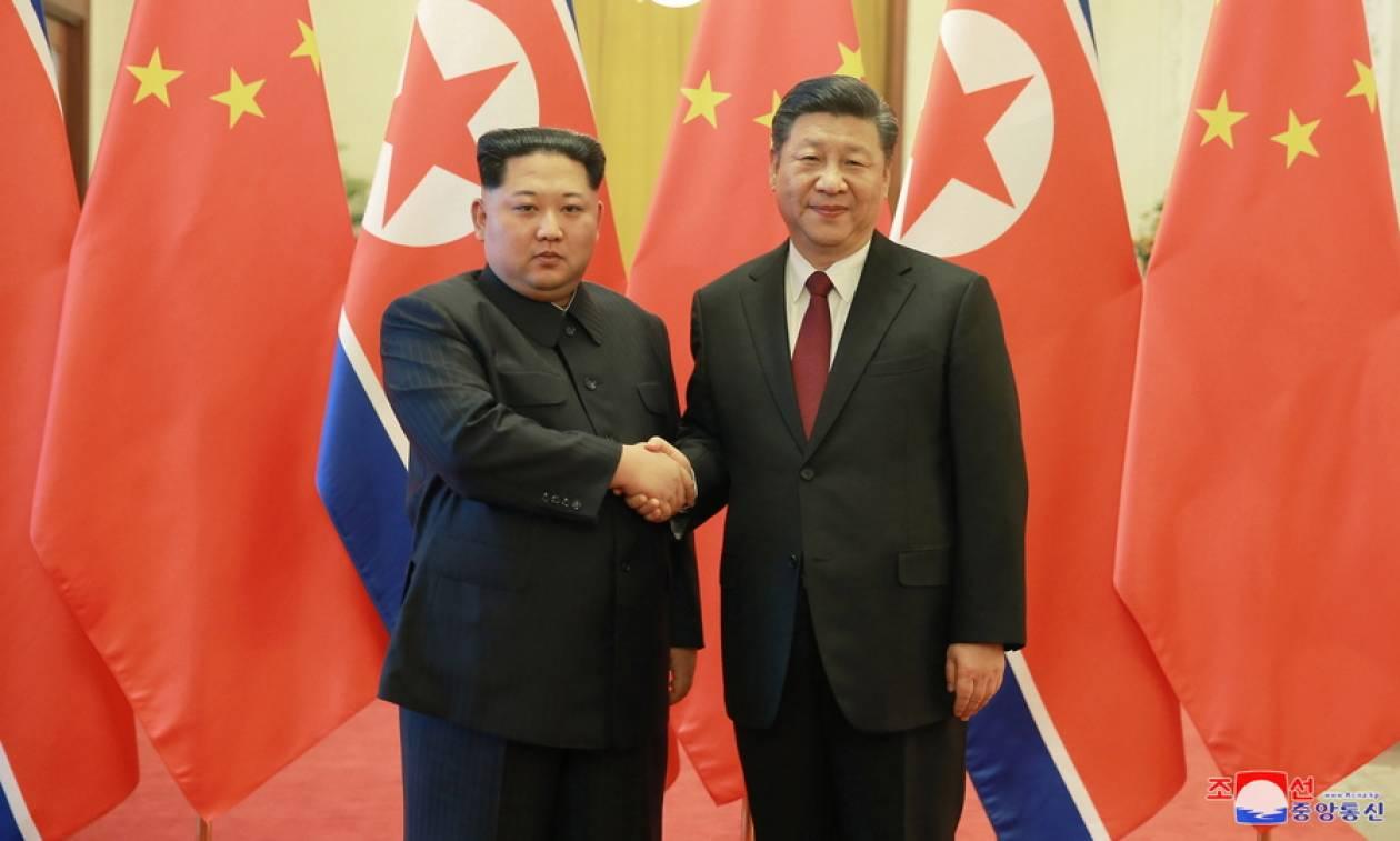 Ξανά στην Κίνα ο Κιμ Γιονγκ Ουν – Συναντήθηκε με τον Σι Τζινπίνγκ (Pics+Vid)