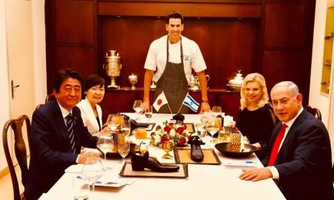 Έξαλλοι οι Ιάπωνες για το προσβλητικό… γλυκό που σέρβιρε ο Νετανιάχου στον πρωθυπουργό τους! (pics)