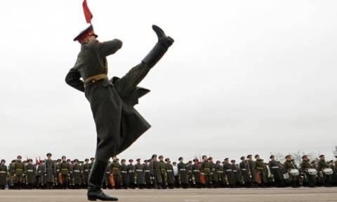 Ρωσία - Μόσχα: Δείτε την παρέλαση στην Κόκκινη Πλατεία για τη νίκη κατά των Ναζί (Pics+Vids)