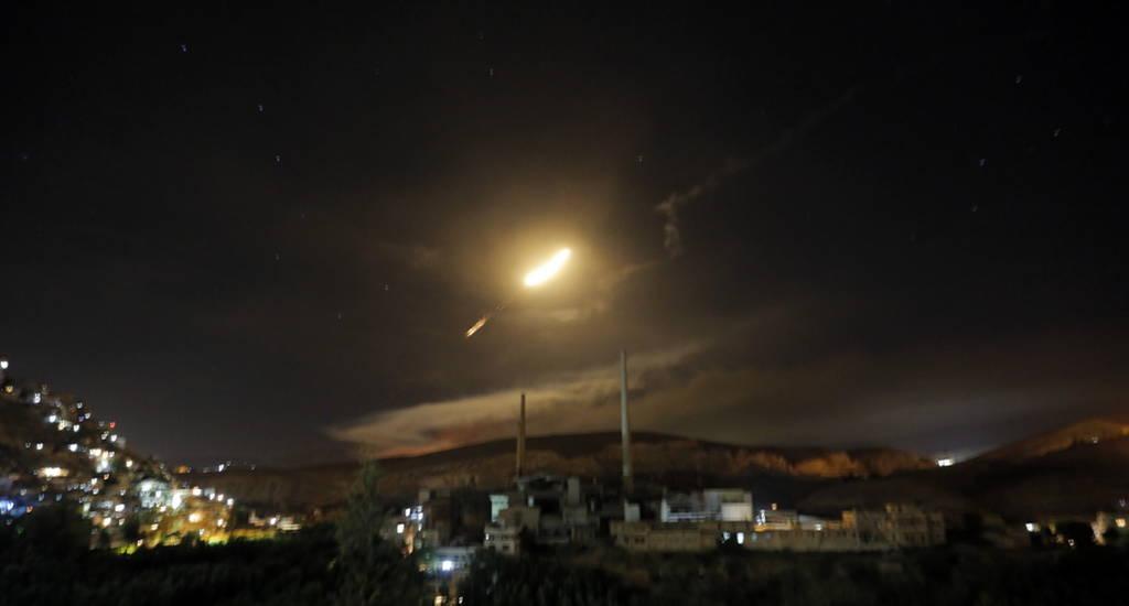 «Πόλεμος» στη Μέση Ανατολή: Ιρανικές ρουκέτες κατά Ισραήλ - Αντεπίθεση με βόμβες κατά της Συρίας