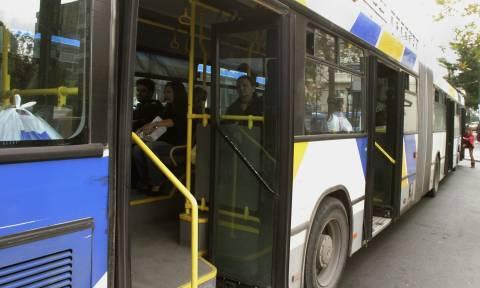 Φωτιά σε λεωφορείο του ΟΑΣΑ στη Νίκαια