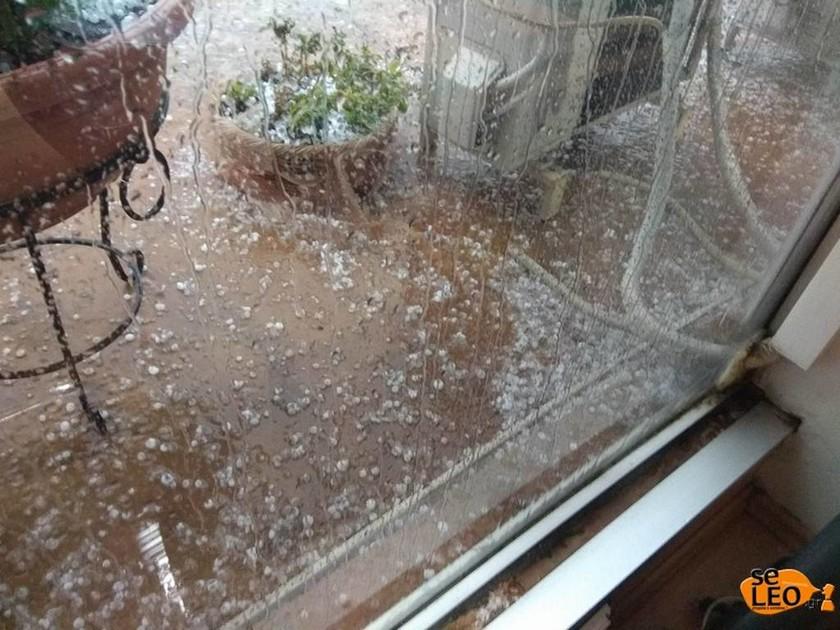 Καιρός ΤΩΡΑ: Σφοδρή χαλαζόπτωση στο κέντρο της Θεσσαλονίκης