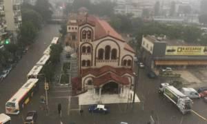 Κακοκαιρία Θεσσαλονίκη: Αίσιο τέλος για τα δύο άτομα που παρασύρθηκαν από τα νερά στις Συκιές
