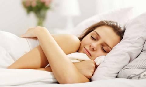 Απώλεια βάρους στον ύπνο: 9 τρόποι να το πετύχετε (εικόνες)