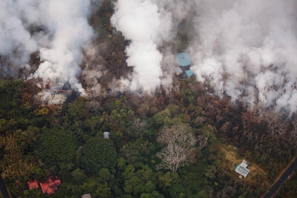 Πανικός στη Χαβάη: Η λάβα του ηφαιστείου Κιλαουέα απειλεί να τινάξει εργοστάσιο στον αέρα (Vid)