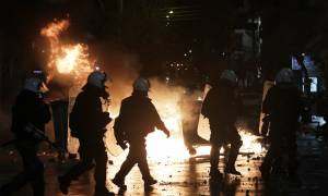 Άγριες συμπλοκές οπαδών στο κέντρο της Αθήνας (video)