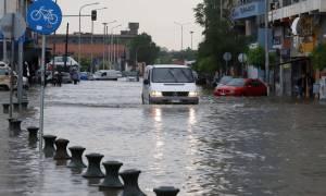 Τρόμος από την πολυκυτταρική καταιγίδα της Θεσσαλονίκης: Δεν φαντάζεστε πόσο νερό έριξε!
