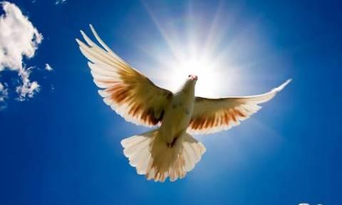 Αργία του Αγίου Πνεύματος 2018: Πότε «πέφτει» φέτος και τι γιορτάζουμε