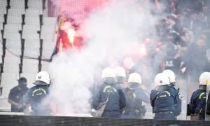 Τελικός Κυπέλλου: Επεισόδια οπαδών της ΑΕΚ και του ΠΑΟΚ στο ΟΑΚΑ - Μολότοφ, χημικά και ξύλο