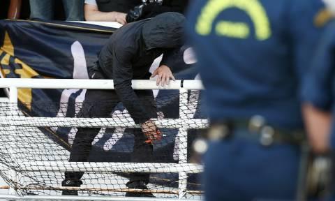 Τελικός Κυπέλλου: Σοκαριστικές εικόνες στο ΟΑΚΑ - Οπαδός του ΠΑΟΚ ρίχνει τα συρματοπλέγματα