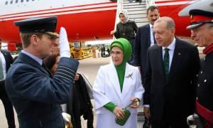 Στο Λονδίνο ο Ερντογάν - Θα έχει επαφές με τη βασίλισσα και την πρωθυπουργό