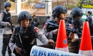 Ινδονησία: Ισχυρή έκρηξη στο αρχηγείο της αστυνομίας – Τουλάχιστον ένας νεκρός